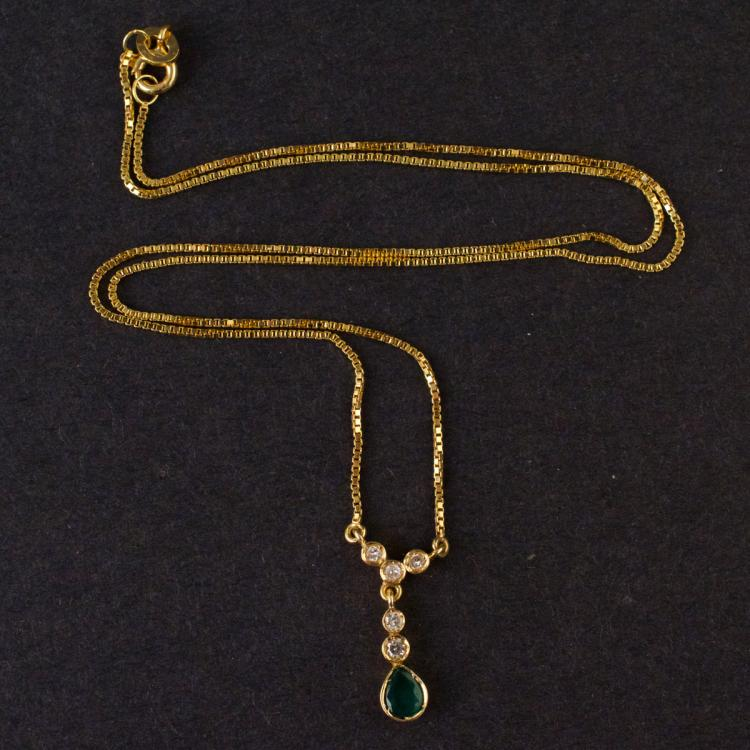 Ladies Necklace in Yellow 18K Gold with Emerald and Diamonds