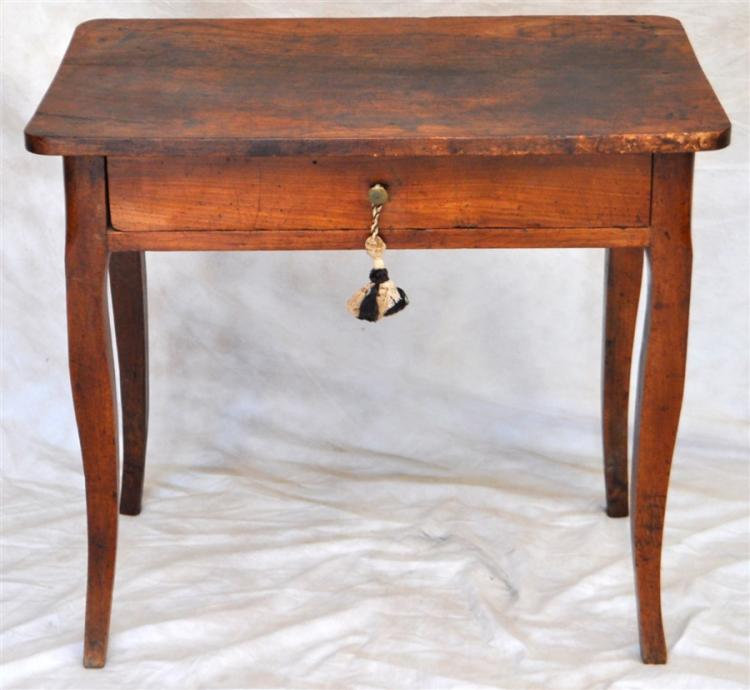 18TH C. PETITE FRENCH COUNTRY DESK