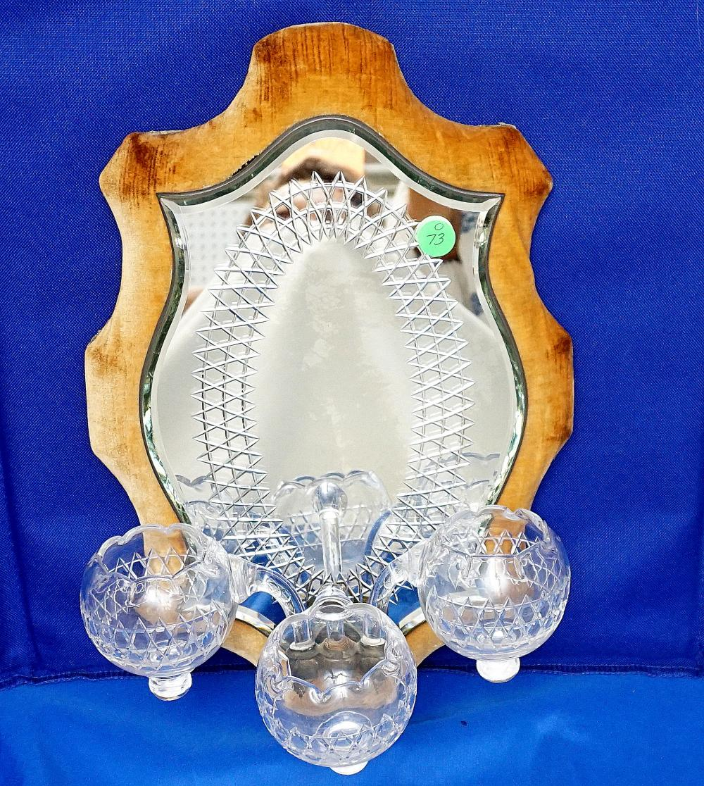 MIRRORED SCONCE WITH 3 VASES