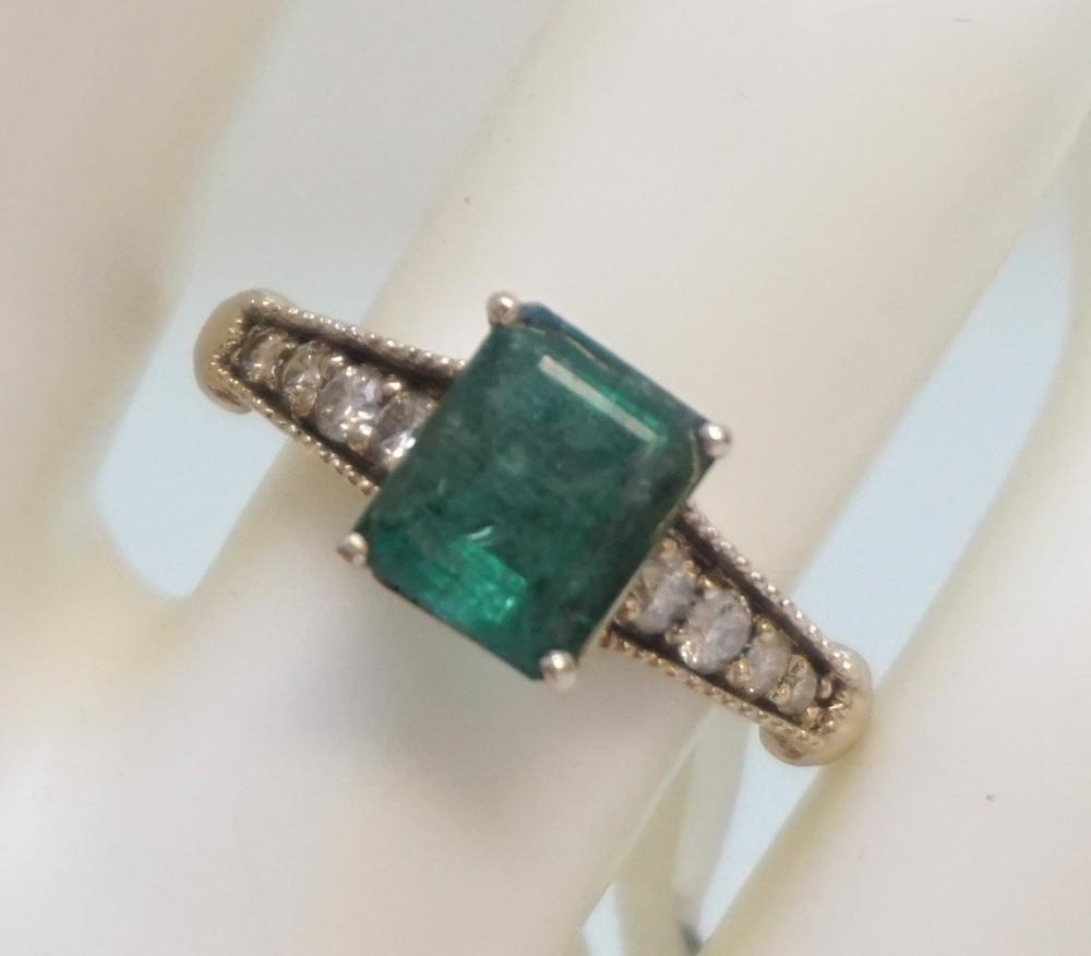 EMERALD & DIAMOND RING (SZ7.25)