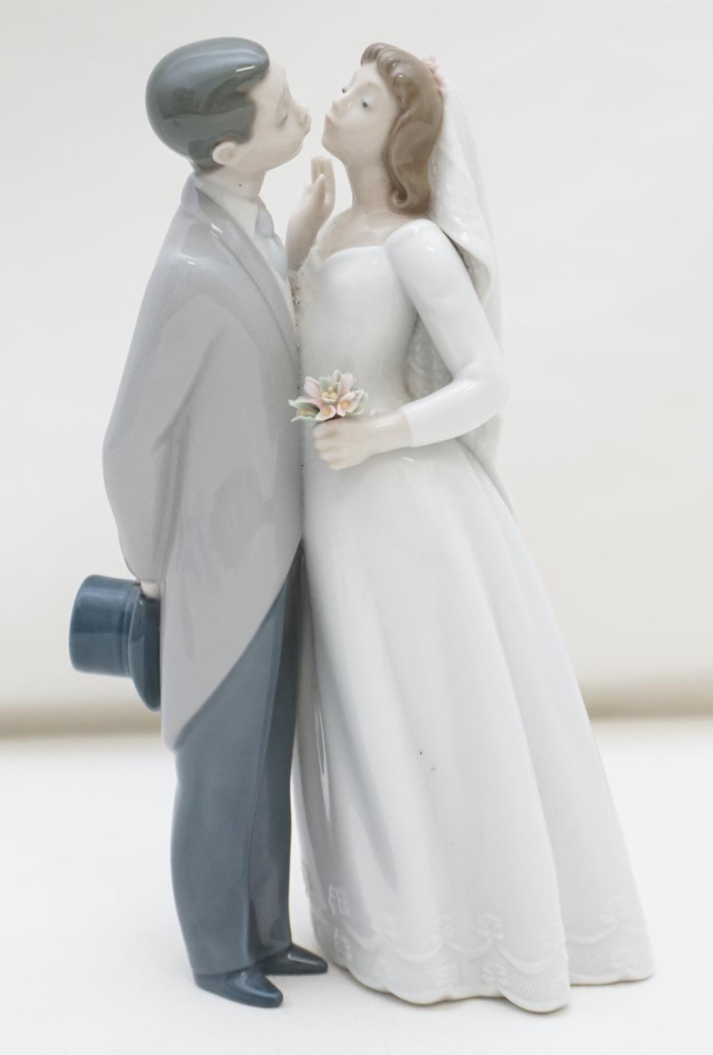 LLADRO BRIDE & GROOM CAKE TOPPER