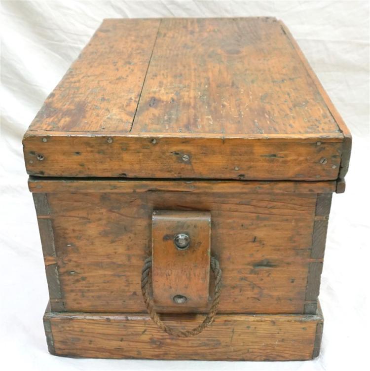 Calhoun mansion charleston seamans chest for Seamans furniture