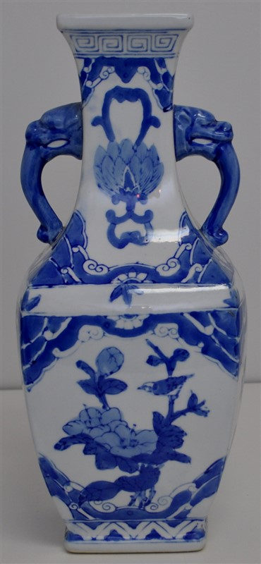 TALL CHINESE BLUE AND WHITE SQUARE VASE FOOS