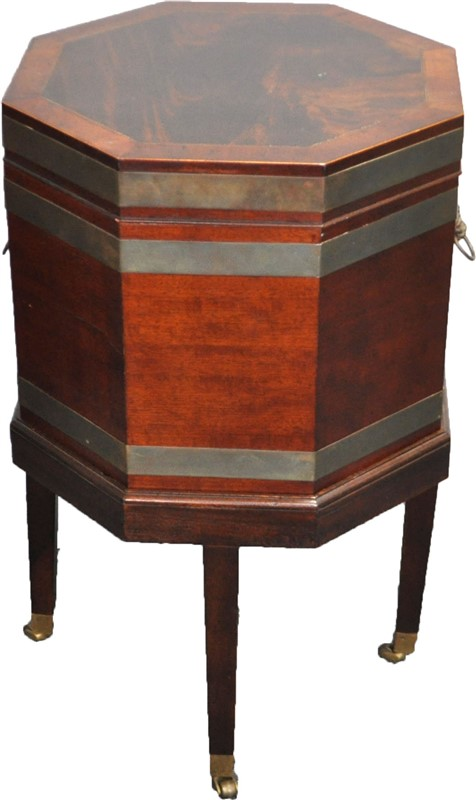 GEORGIAN OCTAGONAL MAHOGANY CELLARETTE