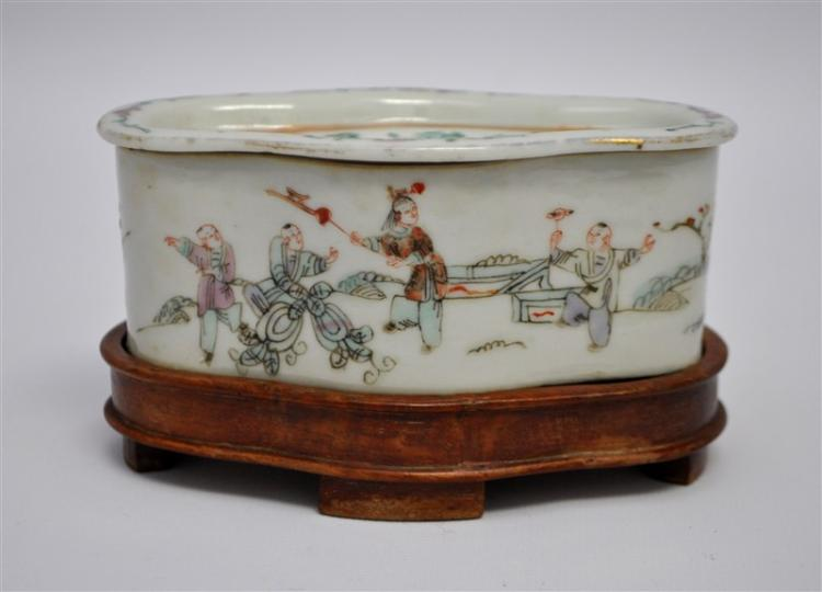 19th c. CHINESE FAMILLE VERTE LIDDED BOX