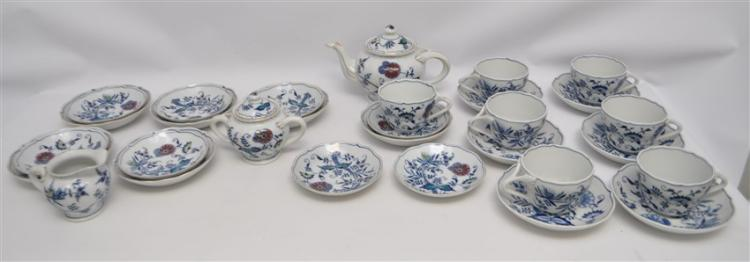 30 pc VINTAGE BLUE DANUBE INCL TEAPOT