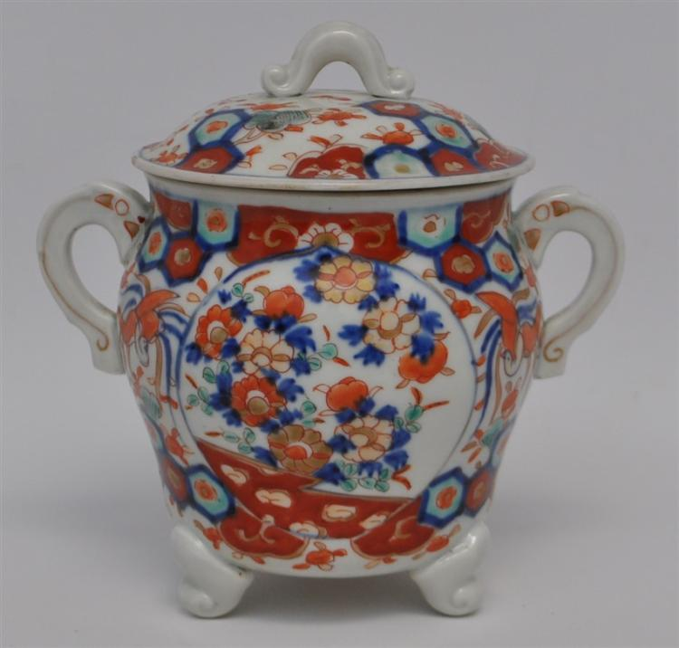CHINESE IMARI STYLE PORCELAIN COVERED POT