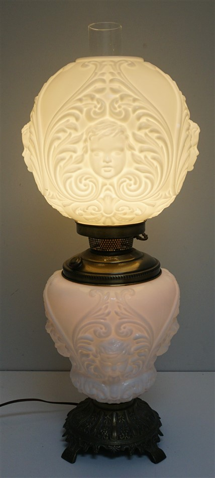 CHERUB FACE GLASS BANQUET LAMP