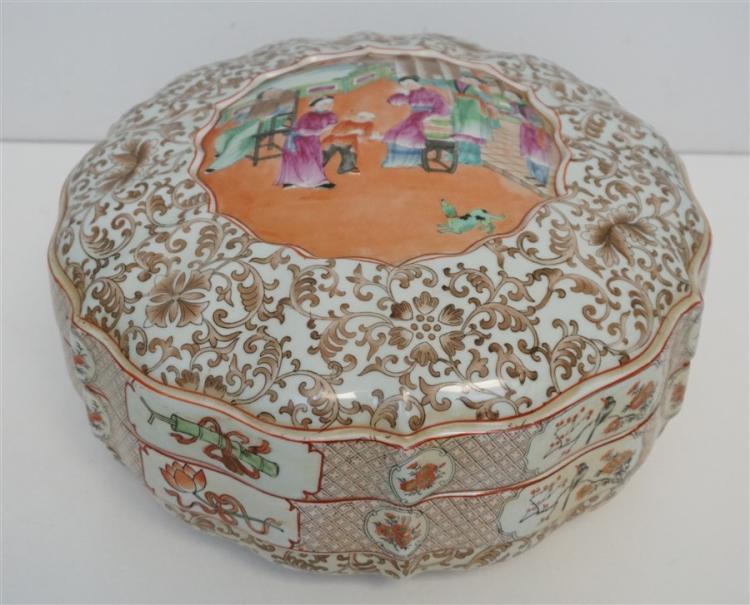 LARGE FAMILLE ROSE PORCELAIN LOTUS BOX