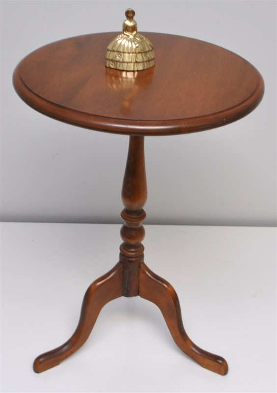 ETHAN ALLAN CANDLE STAND / TABLE