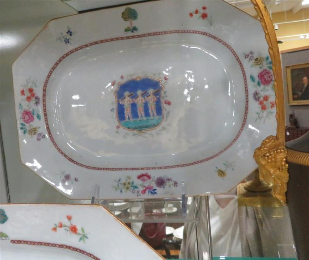 Chinese armorial porcelain platters, Wood of Copmanthorpe (5pcs)