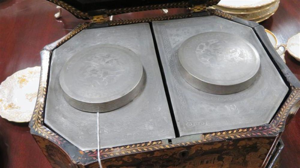 Exceptional Chinese Export double tea box on stand