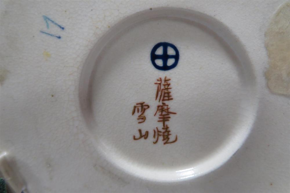 Japanese miniature Satsuma vessels, signed (9pcs)