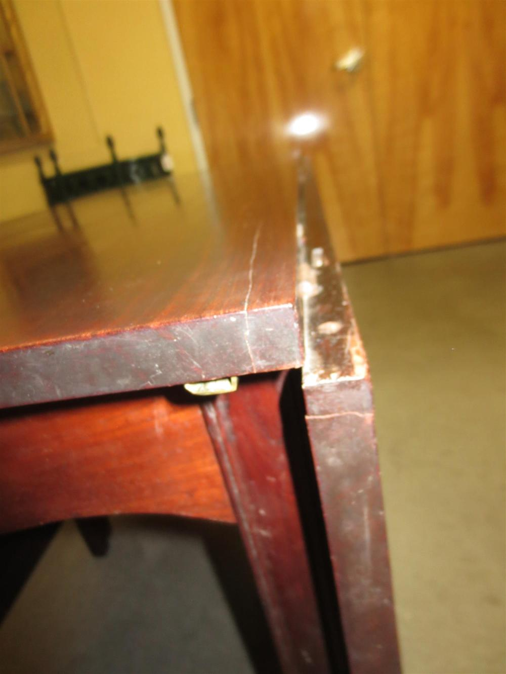 Federal mahogany banquet-end table