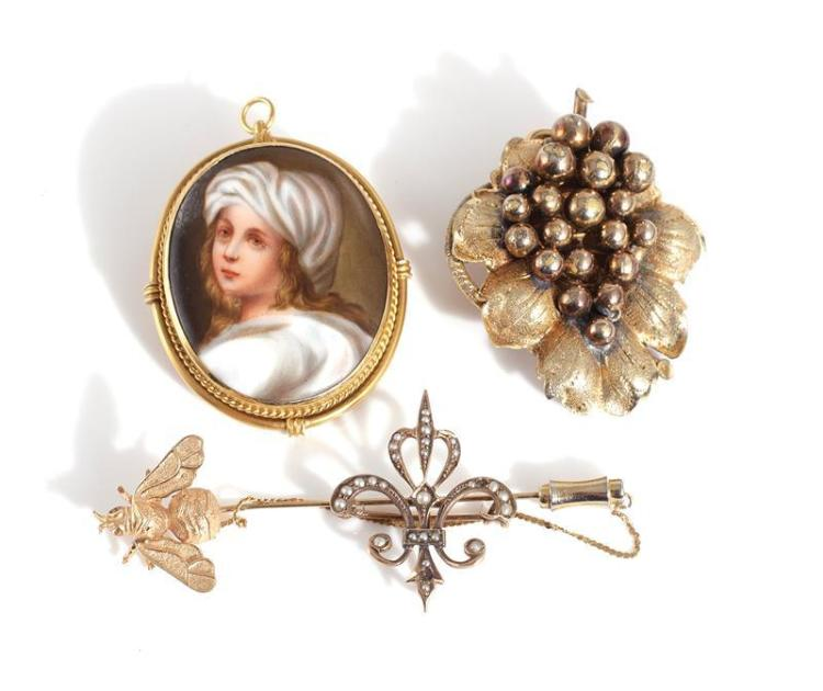 Antique and vintage pin, pendant, and brooches (4pcs)