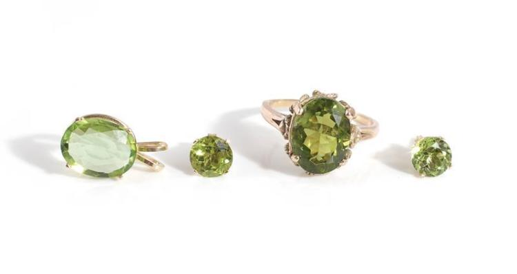 Peridot and gold ring, pendant and earrings (4pcs)