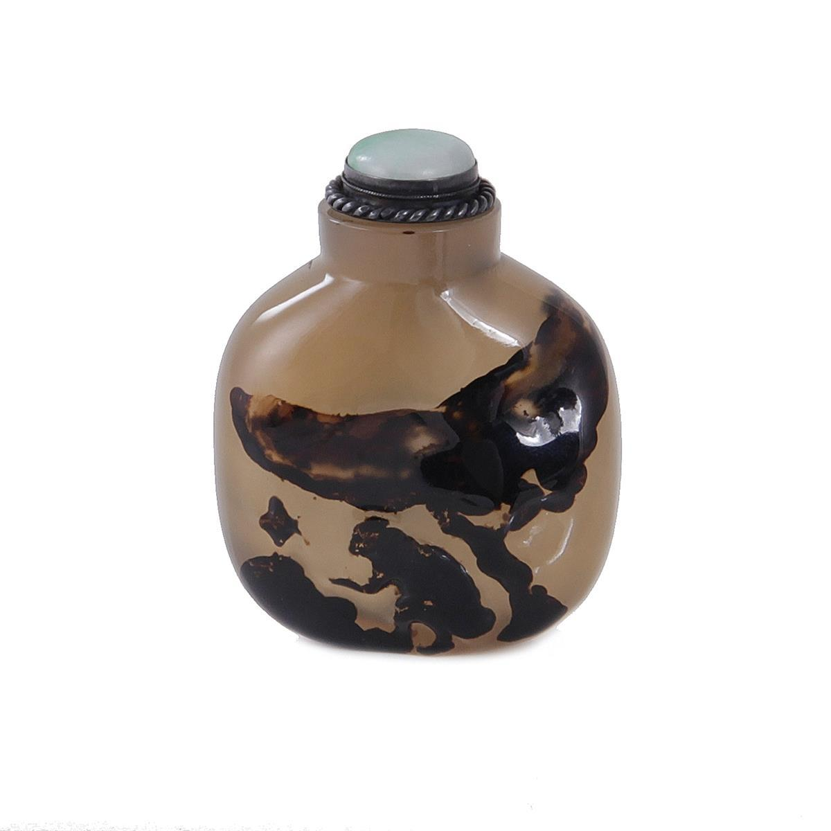 Chinese carved Suzhou agate snuff bottle