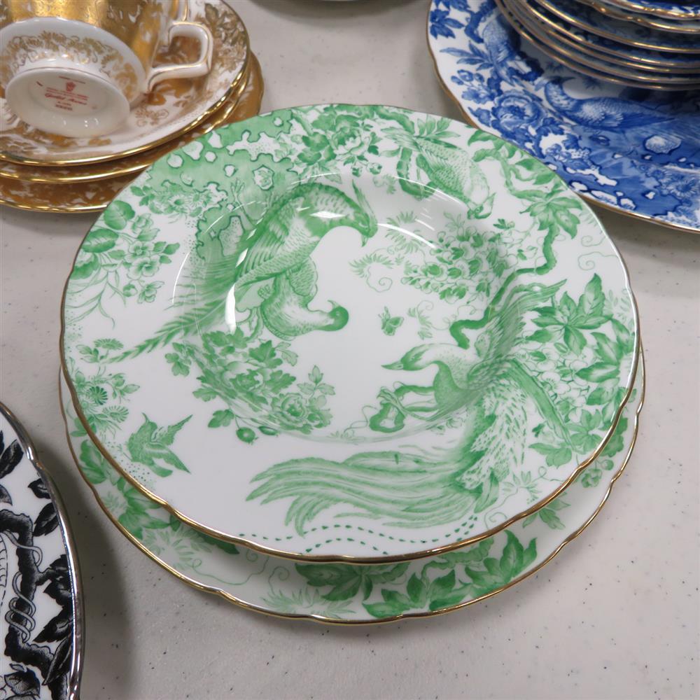 Royal Crown Derby Aves pattern porcelain (62pcs)