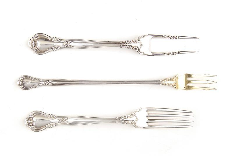 Gorham Chantilly pattern forks and serving pieces (7pcs)