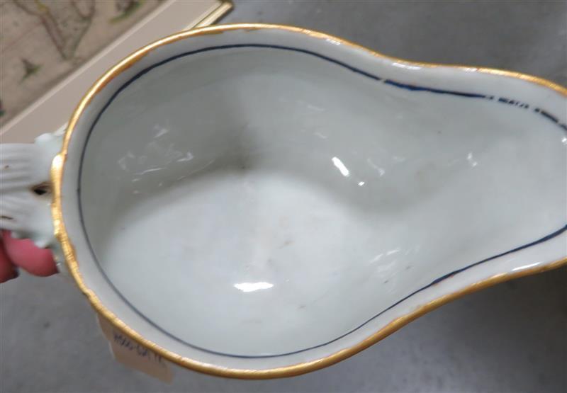 Pair Chinese Export porcelain sauceboats (2pcs)
