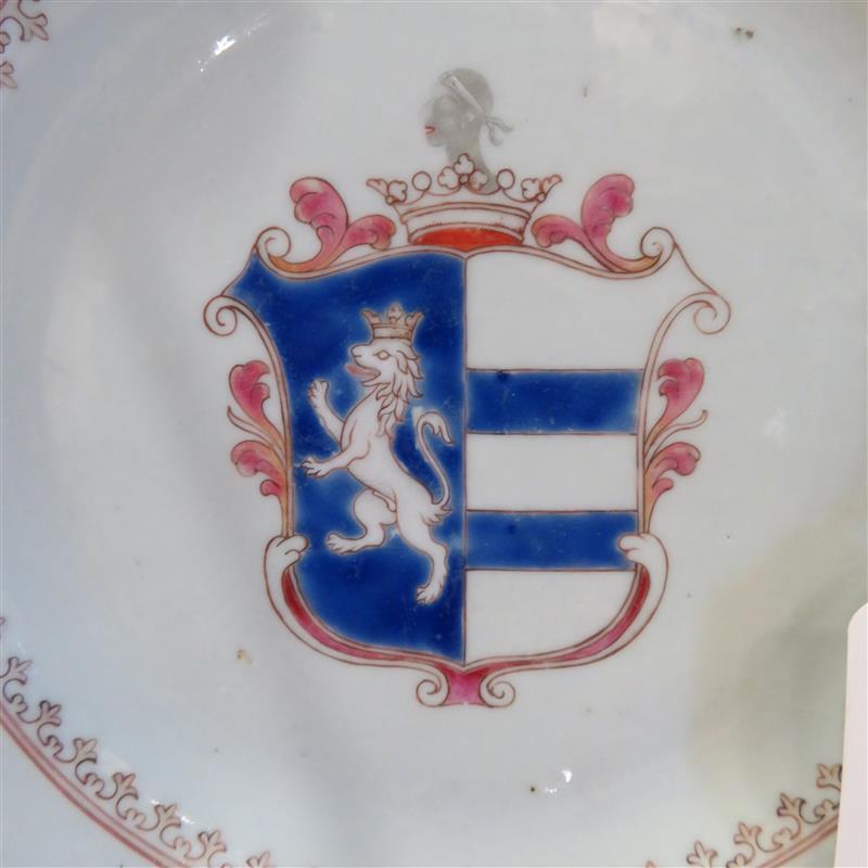 Pair Chinese armorial porcelain plates (2pcs)