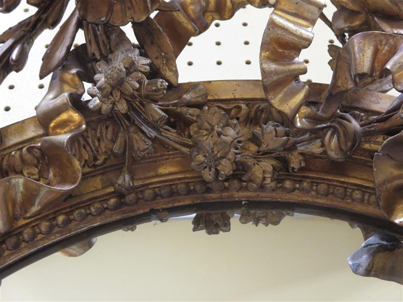English or French carved giltwood oval mirror