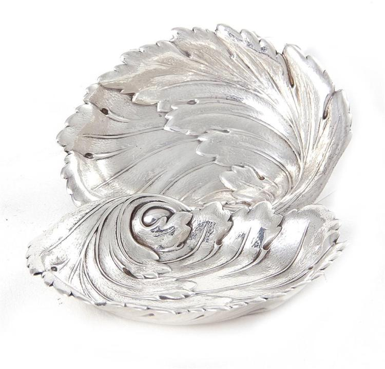 Pair International sterling leaf-form dishes (2pcs)