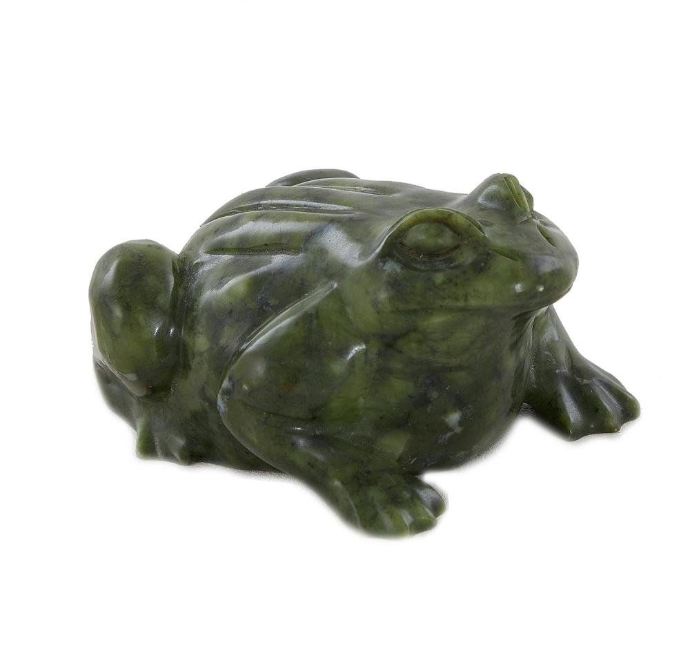 †Chinese carved jade frog