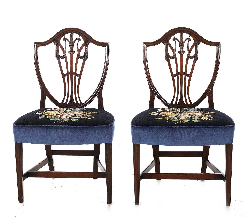 Pair Sheraton mahogany shield-back side chairs (2pcs)