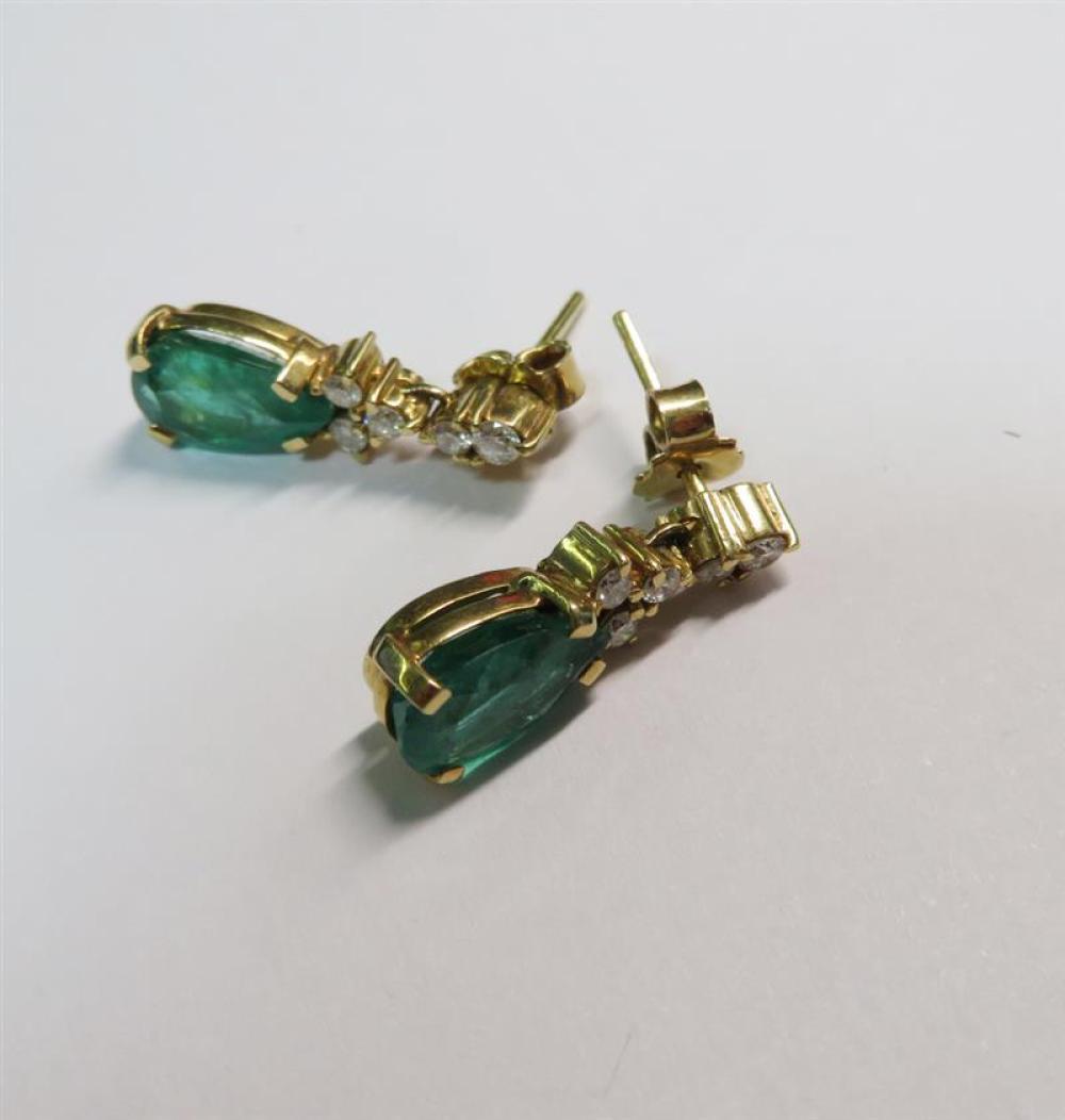 Pair emerald and diamond earrings (2pcs)