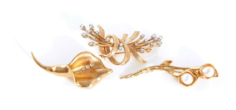 Diamond and pearl brooches (3pcs)