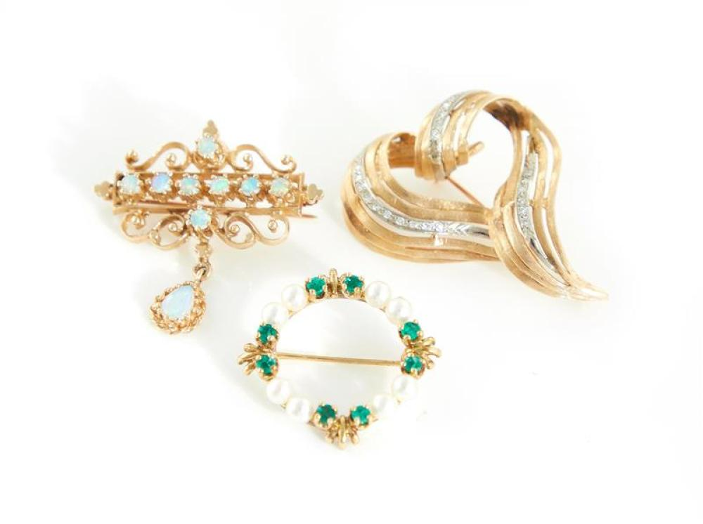 Gemstone and gold brooches (3pcs)