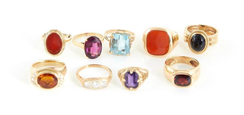 Gold, gemstone and diamond rings (9pcs)