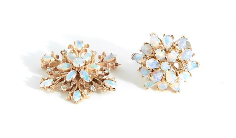 Opal and gold ring and brooch (2pcs)
