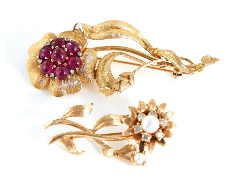 Gemstone and gold flower-form brooches (2pcs)