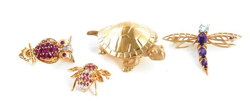 Gemstone and gold brooches (4pcs)