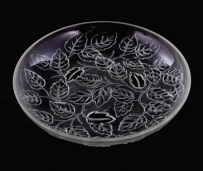 Lalique style frosted and clear crystal centerbowl, and candies (6pcs)