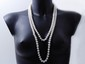 Long sautoir composé d'un rang de perles de culture d'eau douce légèrement ovales d'environ 9 mm.. Long: 150 cm env.