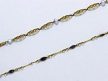 Lot en or composé de 2 bracelets, le premier à maillons filigranés ponctués de perles de culture baroques, le second à petits maillons allongés dont certains agrémentés d'un saphir navette.. Poids brut: 6.90 g l'ensemble.