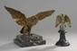 Deux aigles aux ailes déployées sur contre socle en marbre. (un accidenté). H totale: 15.5 et 16 cm. Epoque fin XIXème