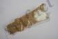Symbole en forme de lame percé d'un trou de suspension. Jadéite beige. Chine. 24x8,5cm.
