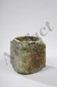 Zhong symbole de la terre de forme quadrangulaire. Jadéite verte. Chine. 10x8,5x8,5cm.