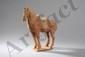 Cheval scellé les quatre jambes sur une terrasse quadrangulaire terre cuite ocre à traces de polychromie. Chine. Dynastie Tang. 618 à 907.
