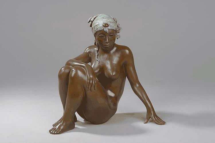 Africaine au turban. Bronze à patine médaille. Épreuve d'artiste IV/IV. Fonte Chapon. Signé. . H. 27.