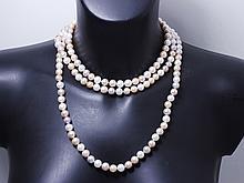 Sautoir composé d'un rang de perles de culture d'eau douce d'environ 8.5 mm, dans un camaïeu de couleur rose. . Poids brut: 158.70 g. Long: 150 cm.