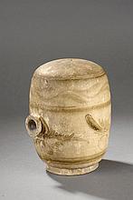 Vase à vin en céramique Cizhu orné en ocre brun sur couverte blanc crémeux de motifs floraux et frises géométriques. Chine. Dynastie Yuan. 1271 à 1368. Ht 21  x  Diam 12cm