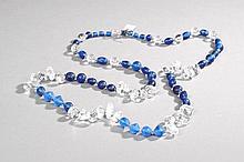 Collier recomposé selon la tradition de perles de pate de verre, cristal de roche et métal argenté. Inde.