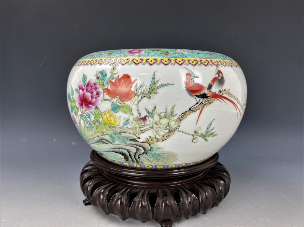 A Chinese Famille Rose Porcelain Jar with Base