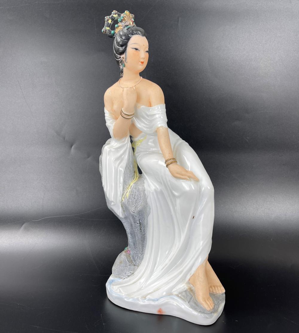 A Chinese Porcelain statue Hongxi Mark
