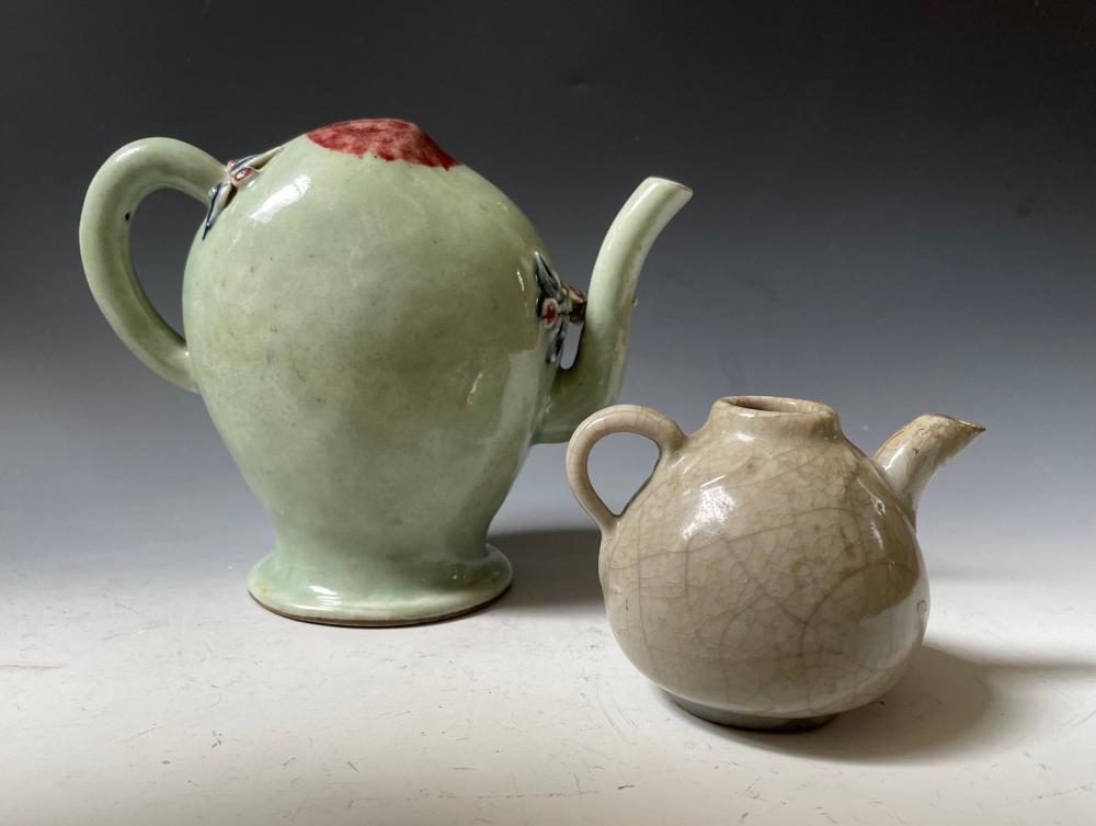 19th century Two porcelain tea pots
